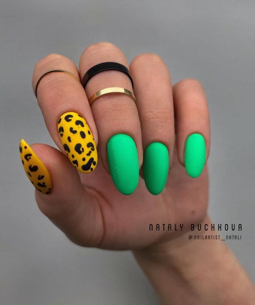Работа от @nailartist_natali Салатово-желтый маникюр с леопардовым принтом