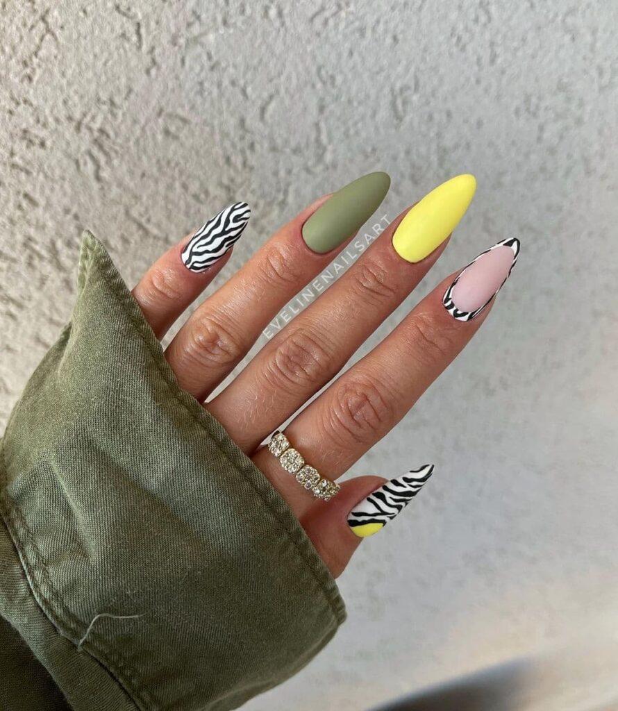 Работа от @evelinenailsart Разноцветный матовый маникюр с принтом зебры