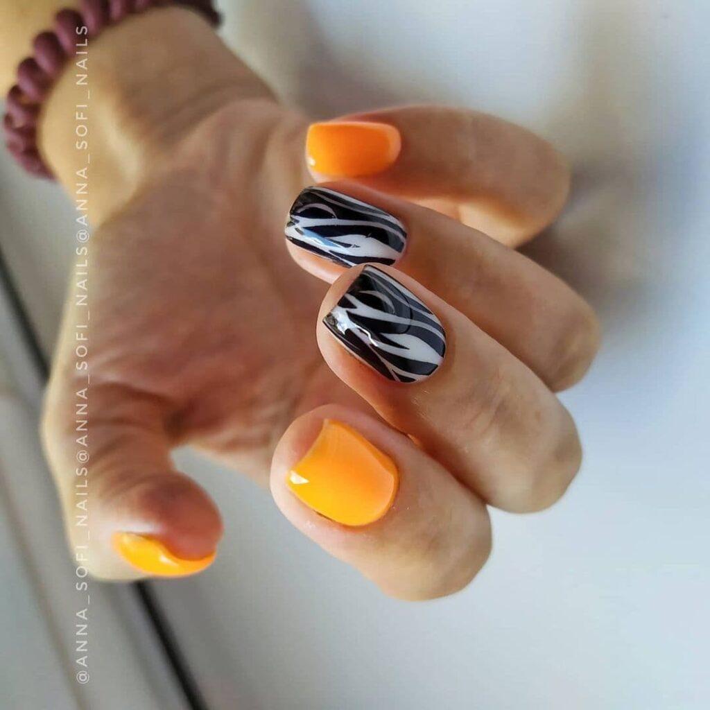 Работа от @anna_sofi_nails Оранжево-молочный маникюр с принтом зебры