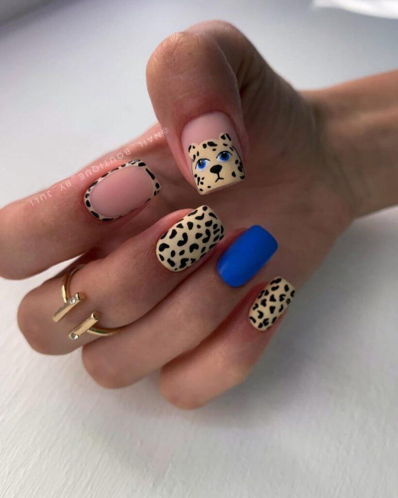 Работа от @nail_boutique_by_juli Матовый нюдово-синий и желтый маникюр с леопардовым принтом и леопардом