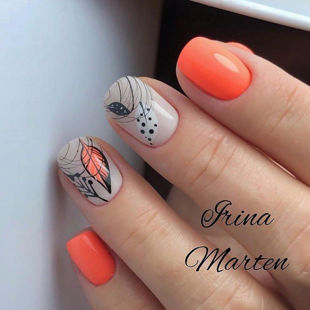 Работа от @marten_beauty_master Оранжево-бежевый осенний маникюр с листьями и веточками