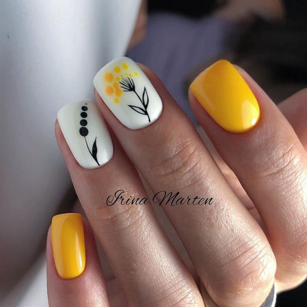 Работа от @marten_beauty_master Желто-белый осенний маникюр с цветами