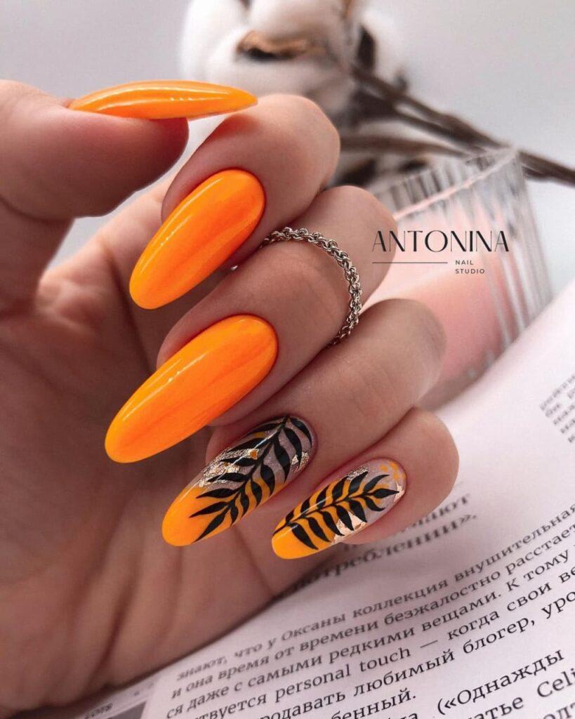 Работа @antonina_nail_studio Осенний оранжево-серебряный маникюр с веточками