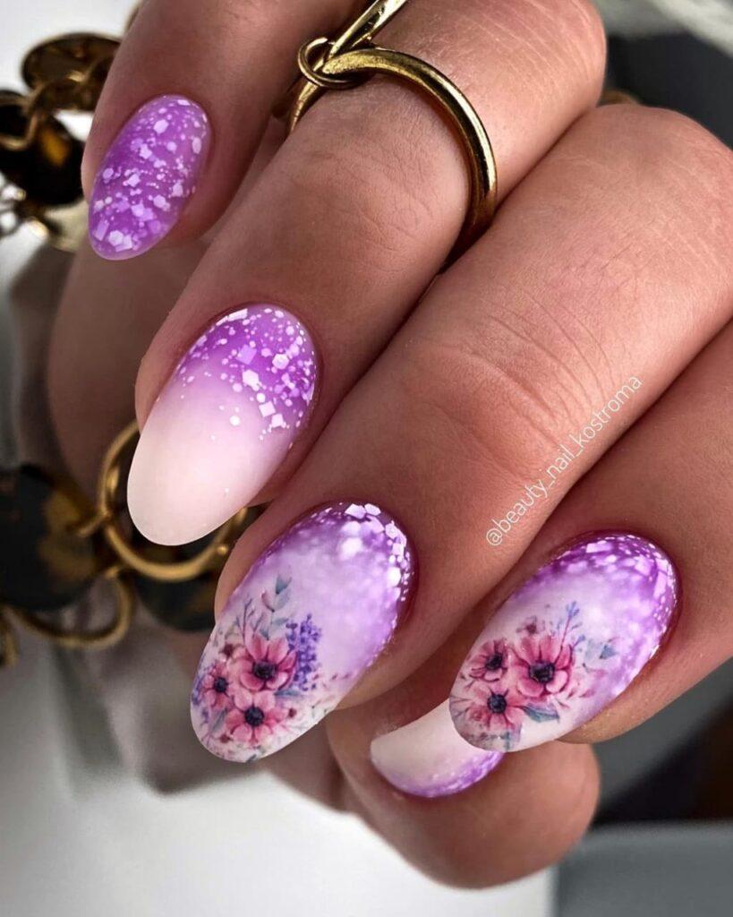 Работа от @beauty_nail_kostroma Фиолетово-молочный маникюр с градиентом, слайдерами и блестками