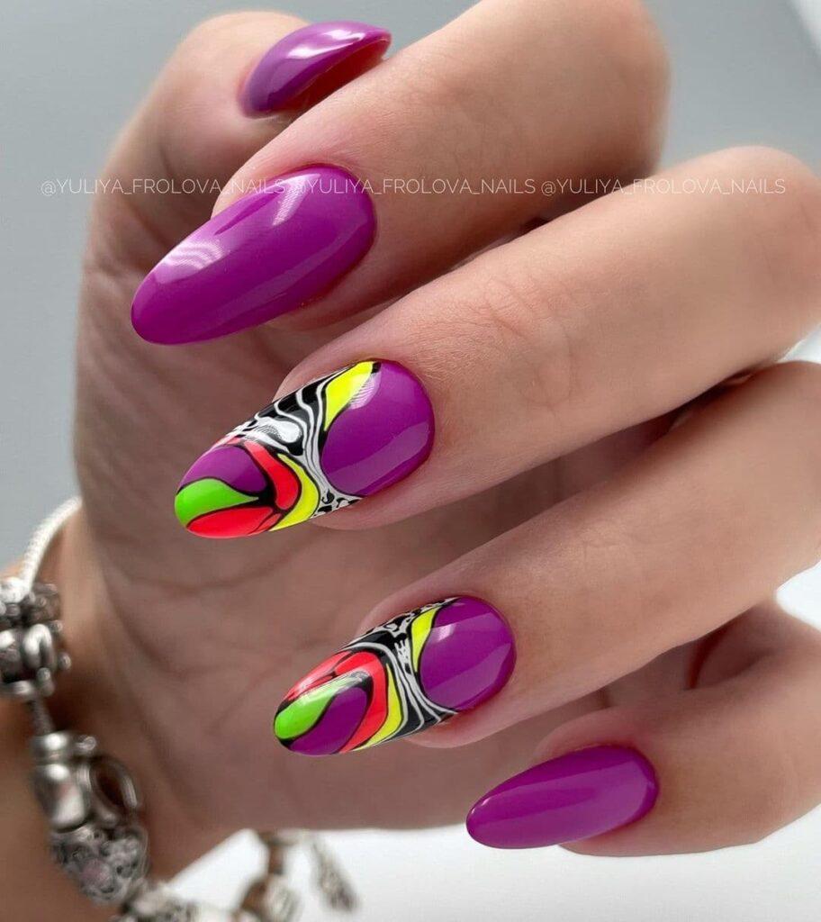 Работа от @yuliya_frolova_nails Фиолетовый текстурный маникюр с цветными разводами